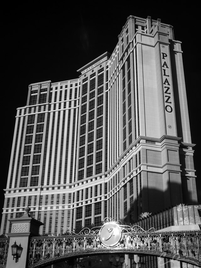 Palazzo in Infrared